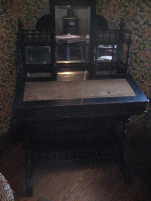 O.Henry writing desk