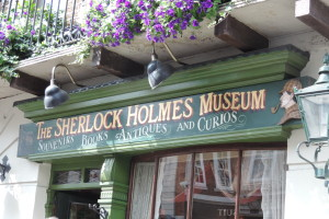 Stop here to get your museum tickets and Sherlock Holmes' souvenirs