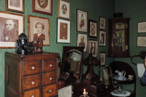 Lots of portraits in Holmes' bedroom