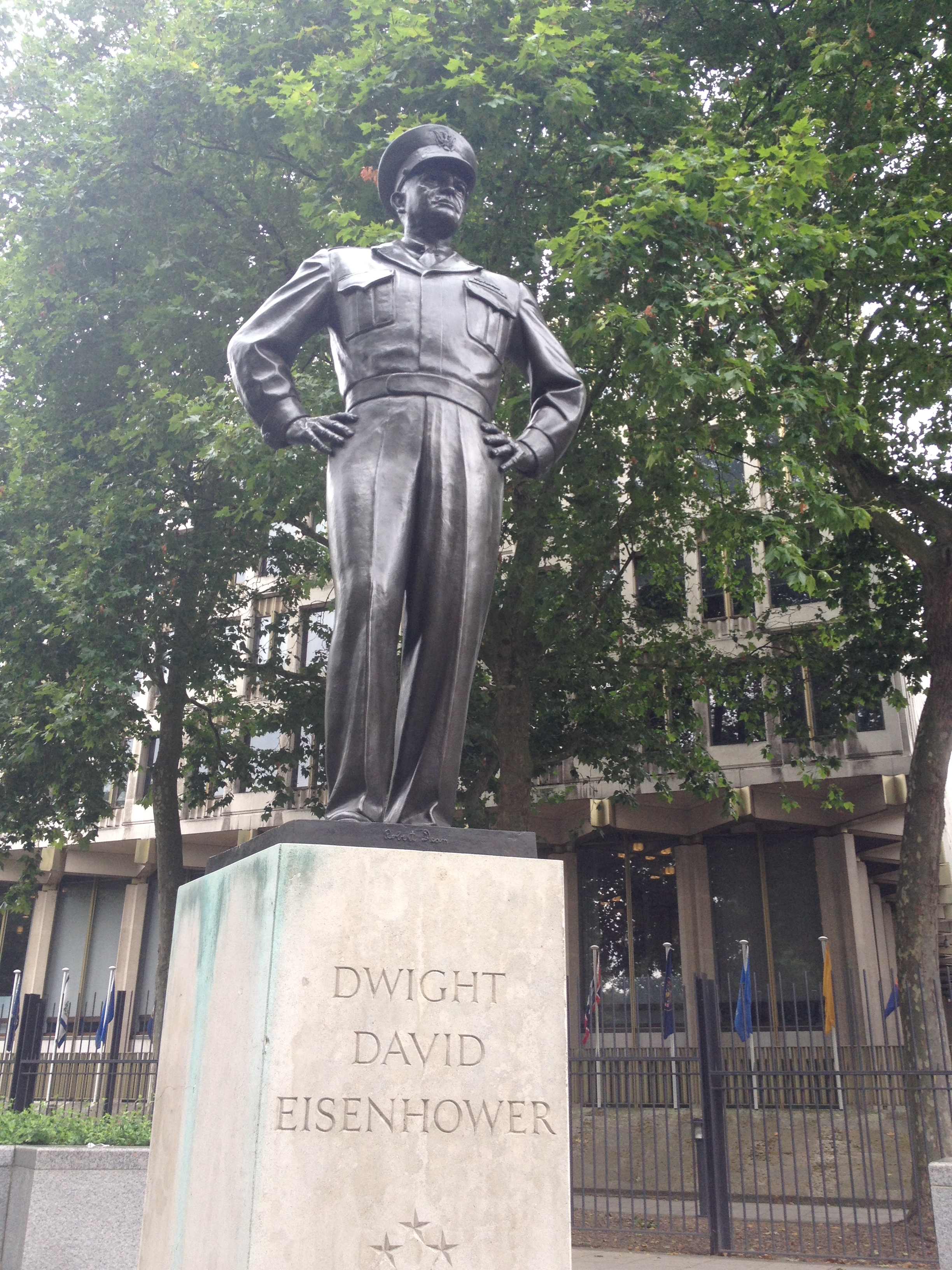 Eisenhower Statue Out Front Of The U S Embassy In London July 2014